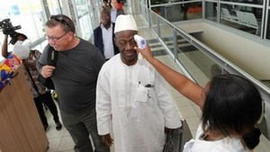 Ebola : premiers contrôles à Paris des passagers arrivant de Guinée